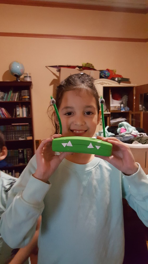9yo with chompy glasses case
