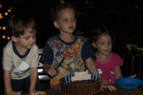 kids getting ready for cake