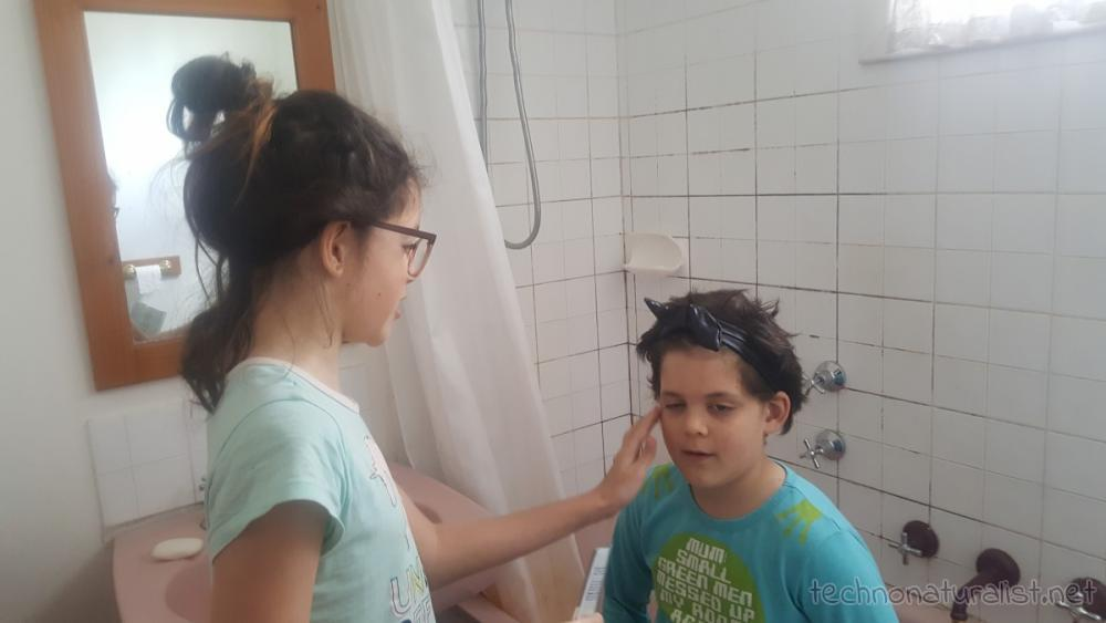 11yo-giving-9yo-facial-scrub