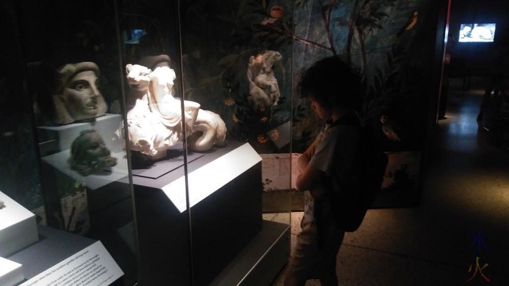13yo-studying-display-pompeii-exhibition