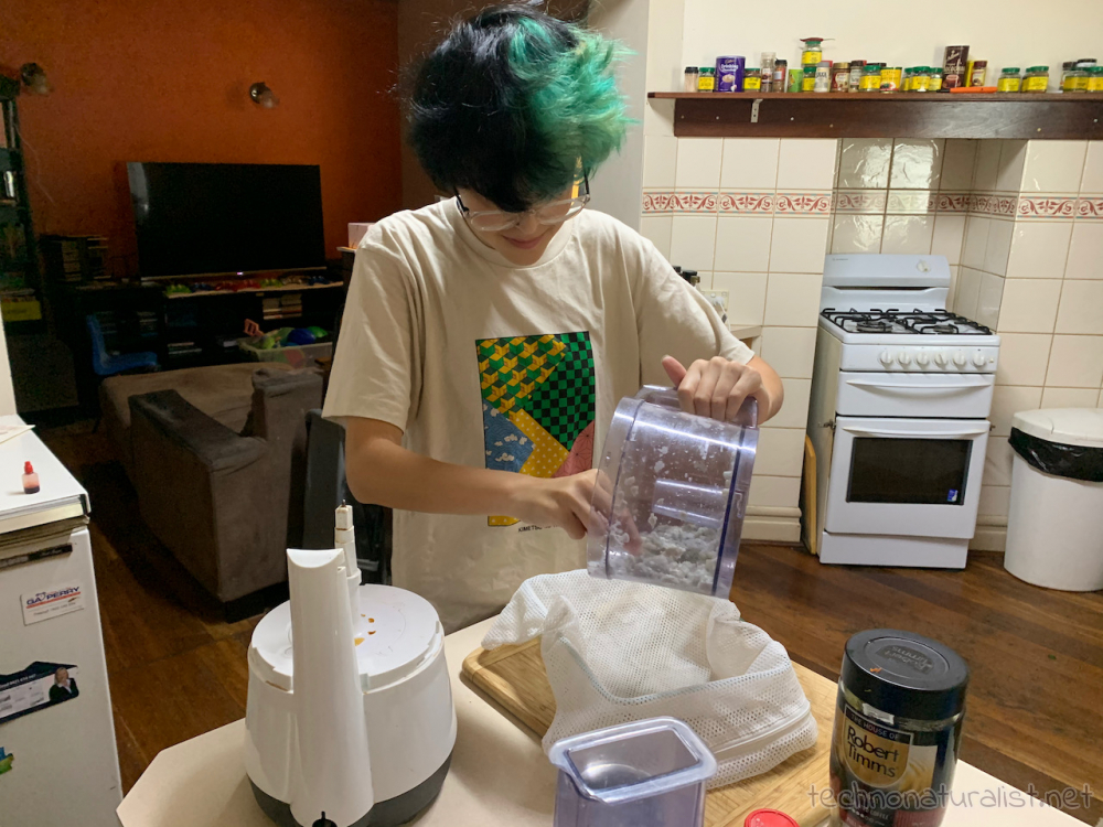 14yo-paper-making-01