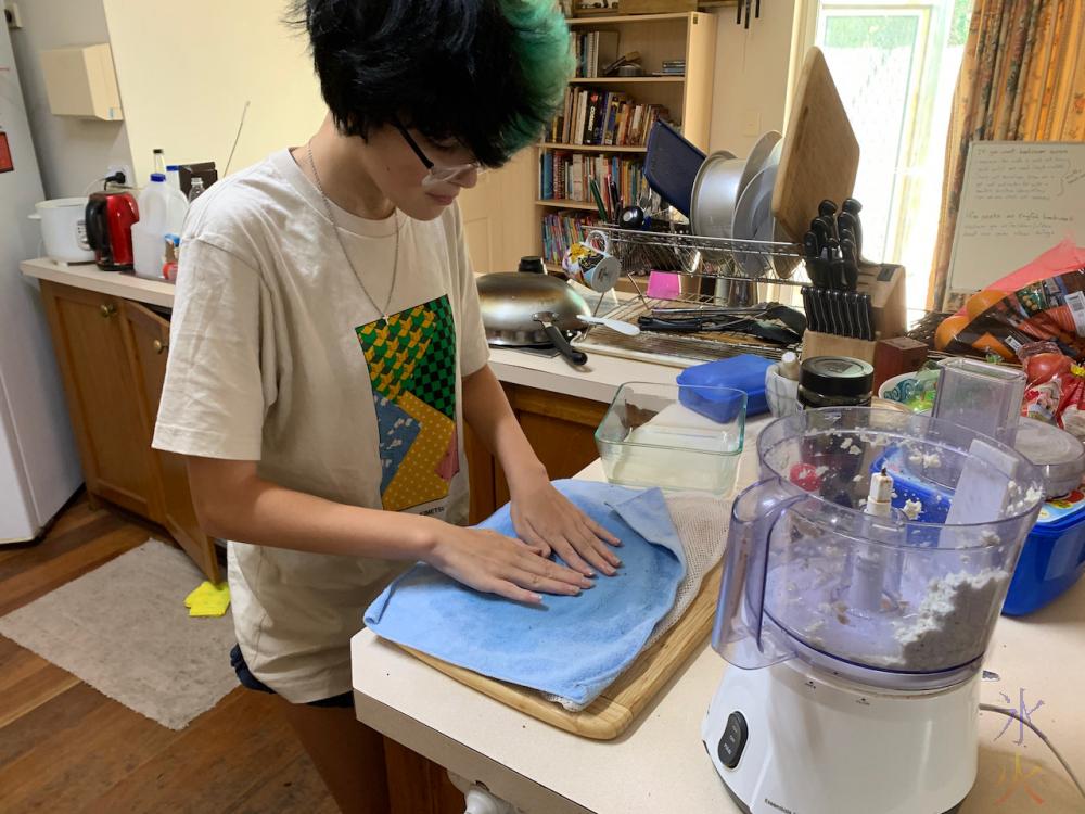 14yo-paper-making-03