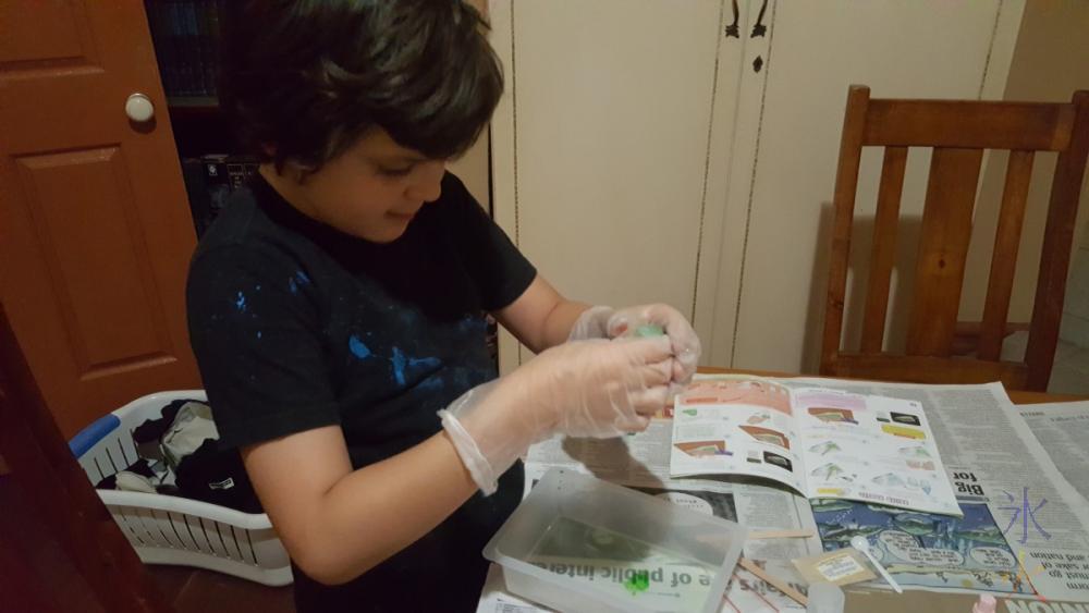 9yo doing science kit
