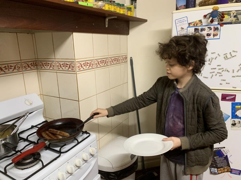 13yo cooking sausages
